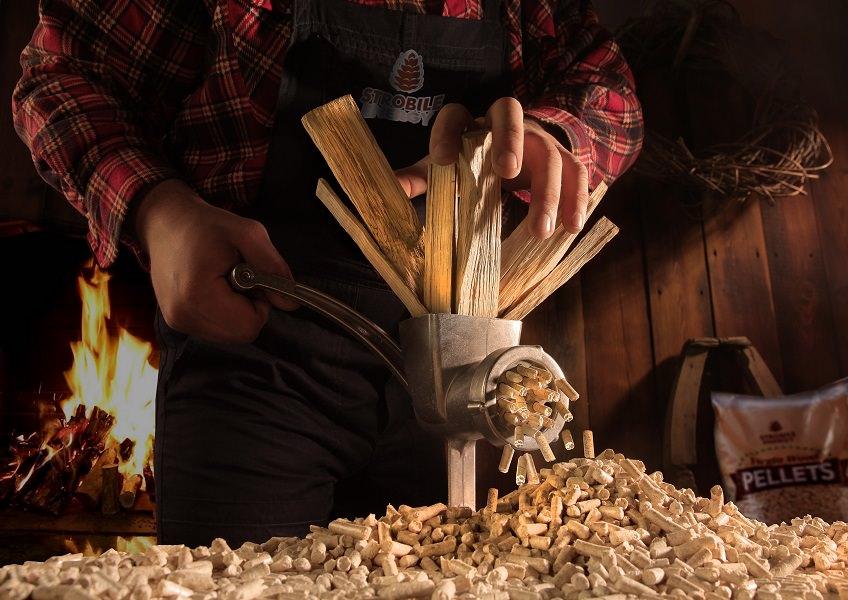 Pellet di legno direttamente dalla propria produzione